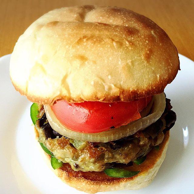 茄子3本と豚肉80gで3個のハンバーガー作成♪自作はヤッパリ美味いっ!!#ぱん #パン #bread #pain #実験パン教室 #実験パン職人 #実穂 つなこ(まほ つなこ)#手作りハンバーガー #激旨