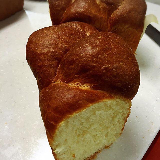 ブリオッシュ系は、高さが出るとパサつくクセに型に入れるとそうでもない。#ぱん #パン #実穂つなこ #pain #実験パン職人 #bread #ブリオッシュ生地